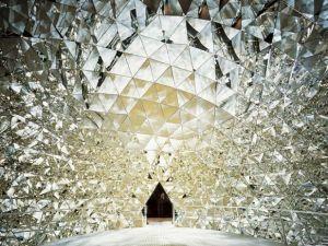 In den Swarowski Kristallwelten in Wattens das Material Kristall in all seinen Formen und Spielarten thematisiert...